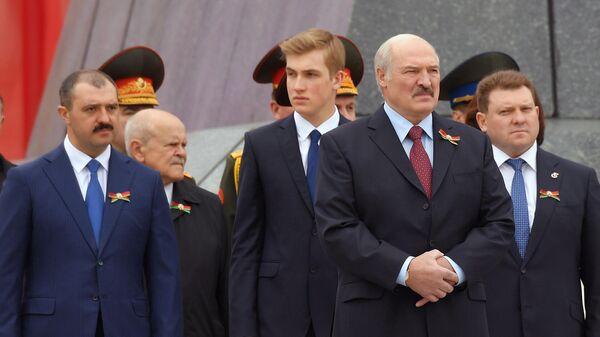 Президент Белоруссии Александр Лукашенко, младший сын президента Белоруссии Николай Лукашенко и старший сын президента Белоруссии Виктор Лукашенко