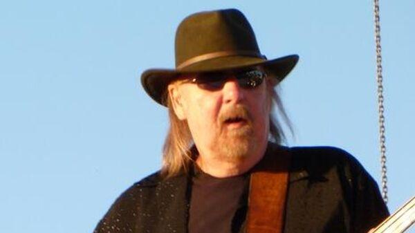 Один из основателей американской рок-группы Lynyrd Skynyrd Ларри Янструм