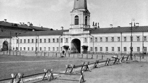 Пожарная каланча Хамовнического полицейского дома включена в ансамбль Хамовнических казарм. Возведена в 1813 году
