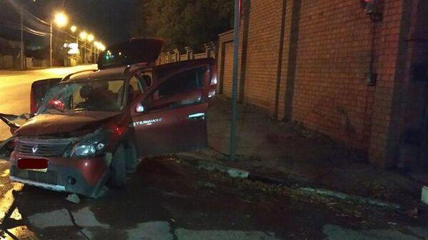 Водитель врезался в кирпичную стену Воскресенского кладбища в Саратове. 8 октября 2019