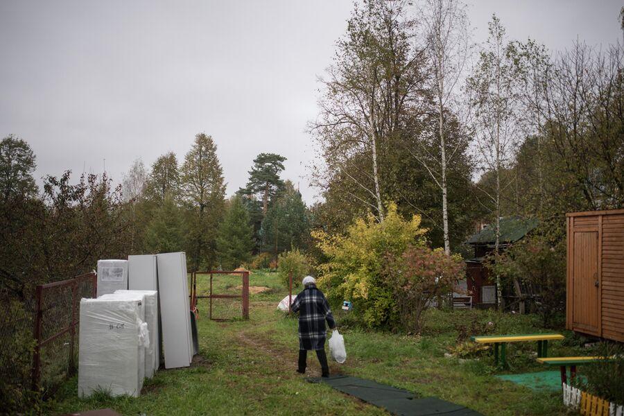 Сейчас территорию центра защищает лишь невысокий забор