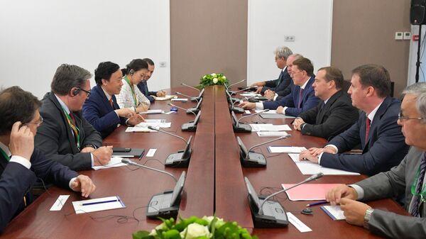 Премьер-министр РФ Д. Медведев посетил 21-ю Российскую агропромышленную выставку Золотая осень