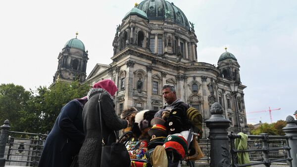 Продажа сувениров у Берлинского кафедрального собора