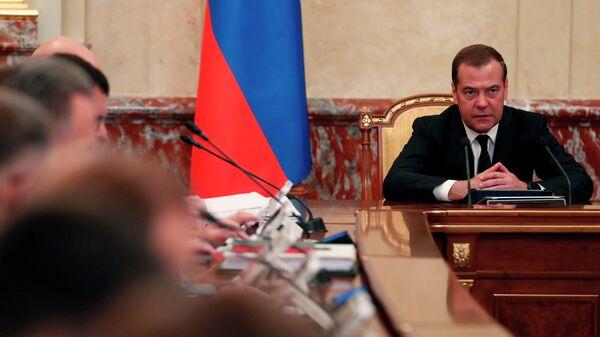 Председатель правительства РФ Дмитрий Медведев проводит совещание с членами кабинета министров РФ в Доме правительства РФ