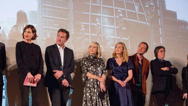 Съемочная группа сериала на европейской премьере в Париже