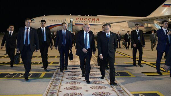 Путин прибыл в Ашхабад на саммит СНГ