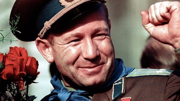 Алексей Леонов - летчик-космонавт СССР