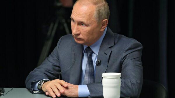 Президент РФ Владимир Путин дает интервью телеканалам RT Arabic, Sky News и Al Arabiya