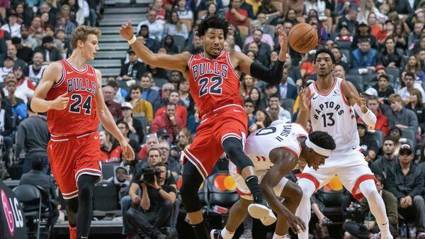 Чикаго Буллс -  Торонто Рэпторс в предсезонном матче Национальной баскетбольной ассоциации (НБА)