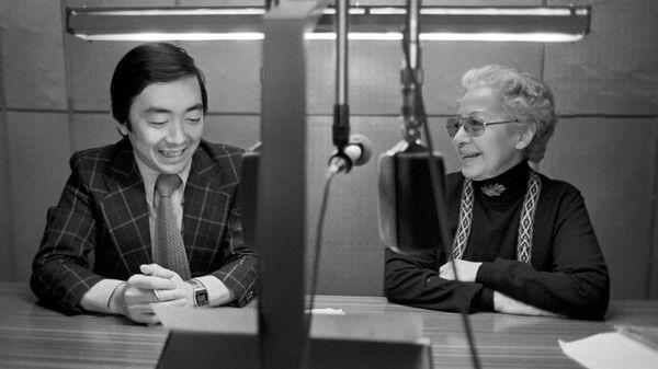 Японская актриса, ветеран дикторов московского радио Осада Есико и ее коллега Нисино Хадзимэ. Государственный комитет СССР по телевидению и радиовещанию