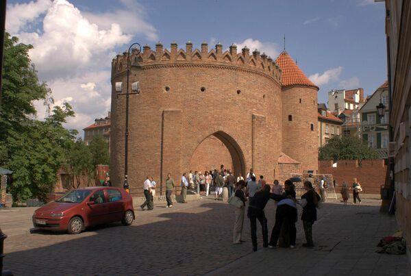 Вид на Варшавский барбакан