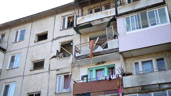 Последствия обрушения перекрытий в жилом доме № 23 на улице Авиаторов в поселке Новонежино