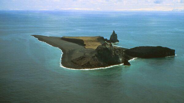 Вулкан Богослов (фото 1994 года)