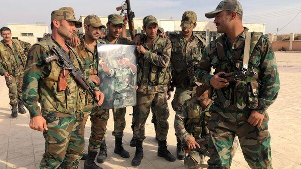 Жители пригорода Манбиджа встречают сирийскую армию