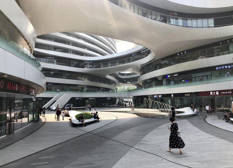 Внутренний двор торгового центра