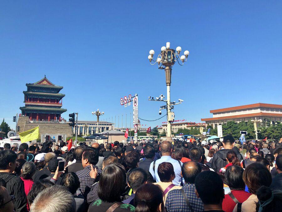 У площади Тяньаньмэнь, Пекин