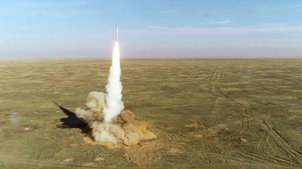 Пуск крылатых ракет расчетами ОТРК Искандер на учениях Гром-2019