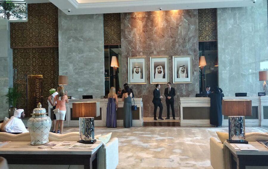 В холле отеля Waldorf Astoria Dubai Palm Jumeirah