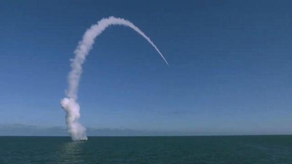 Пуск ракеты во время учений Гром-2019