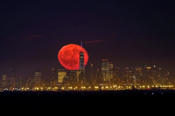 Луна над Манхэттеном