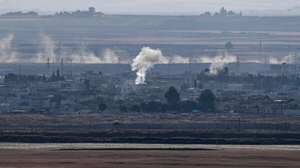 Дым поднимается из сирийского города Рас-эль-Айн. 18 октября 2019