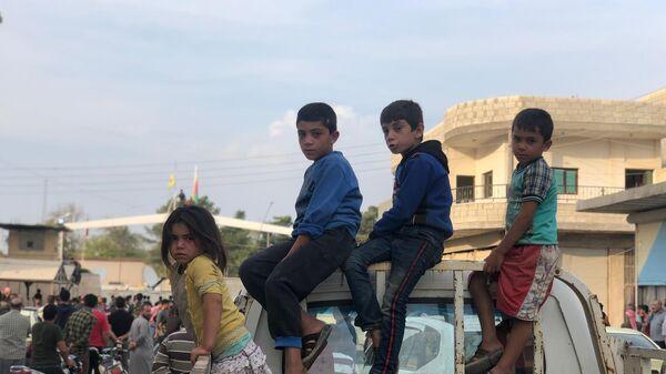 Жители города Айн-аль-Араб (Кобани - курдский язык) расположенный на сирийско-турецкой границе