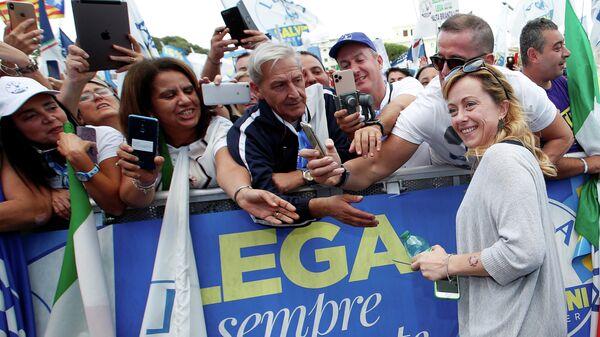Лидер партии Братья Италии Джорджия Мелони во время антиправительственной демонстрации в Риме