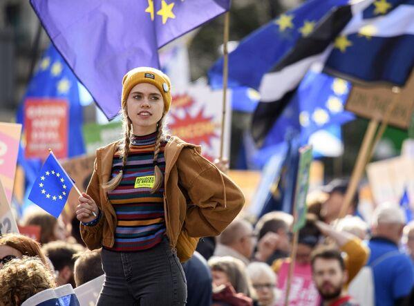 Участница акции против Brexit в Лондоне