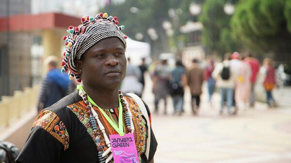 Волонтер фестиваля Исаак Кловис Нгунджу