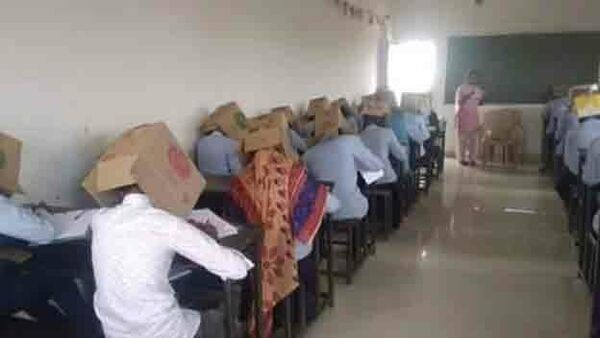 Индийские студенты сдают экзамен с коробками на головах