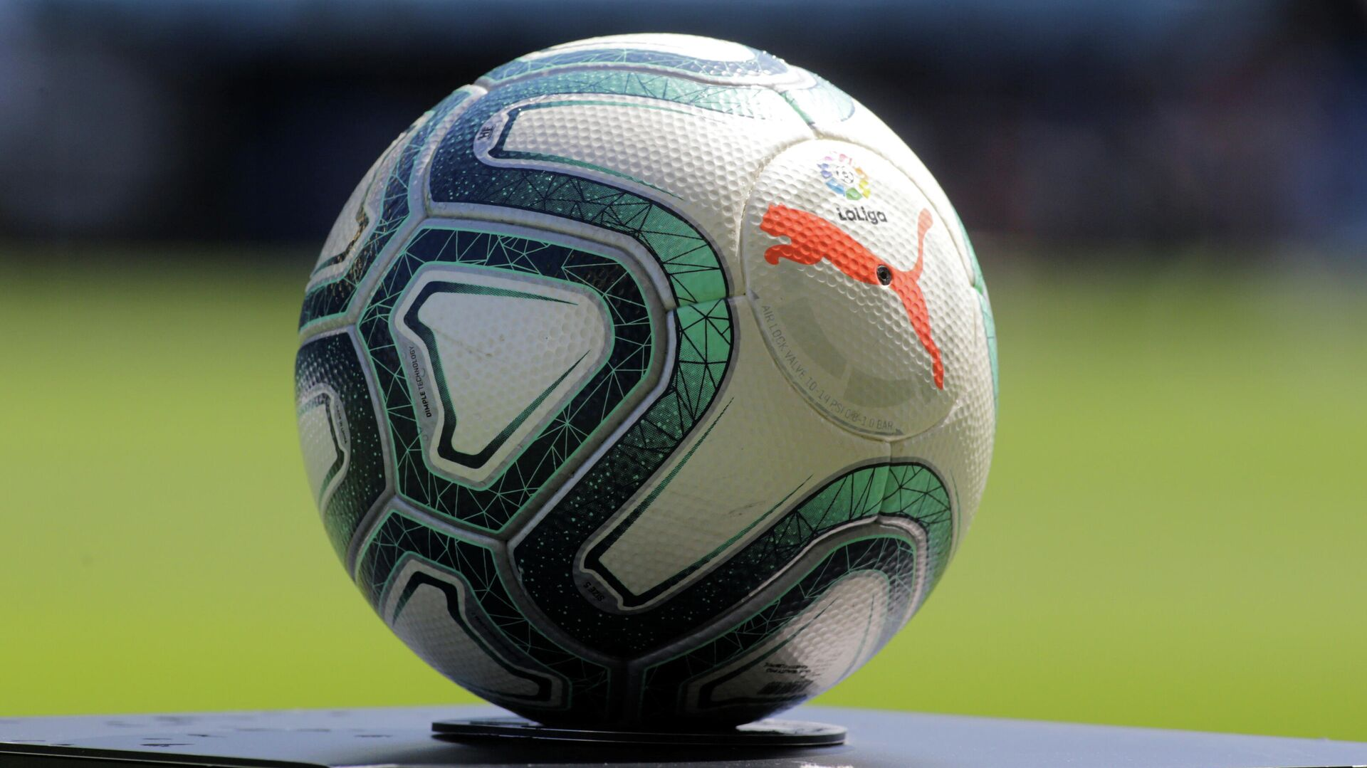 Официальный мяч чемпионата Испании по футболу - РИА Новости, 1920, 08.09.2020