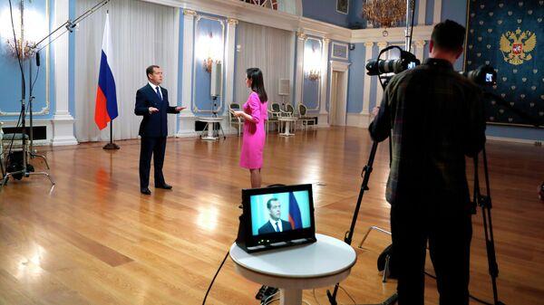 Интервью премьер-министра РФ Дмитрия Медведева телеканалу Россия 24