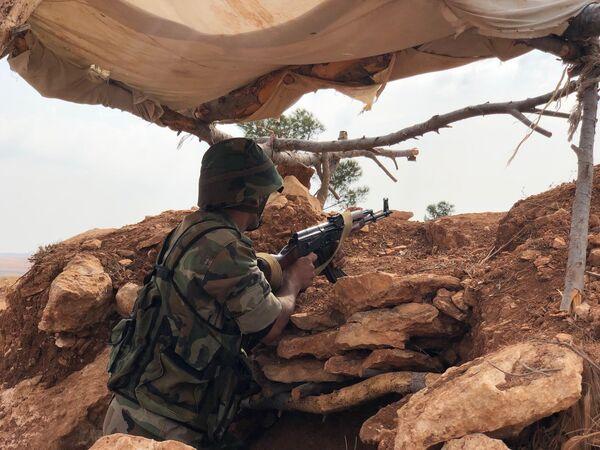 Сирийские военные на линии обороны на северо-западе района Манбидж