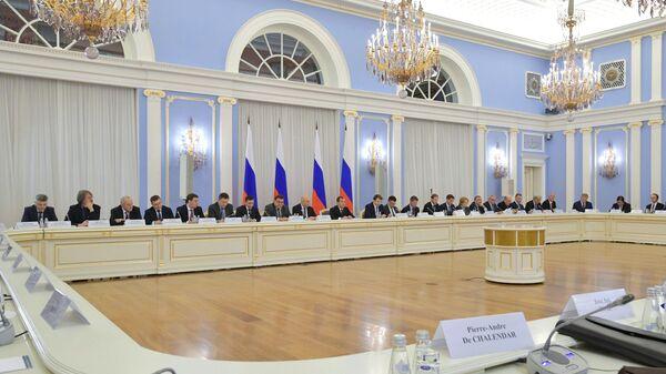 Председатель правительства РФ Дмитрий Медведев проводит заседание Консультативного совета по иностранным инвестициям в Российской Федерации. 21 октября 2019