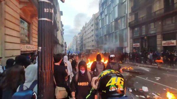 Барселона в огне: акции протеста в Каталонии