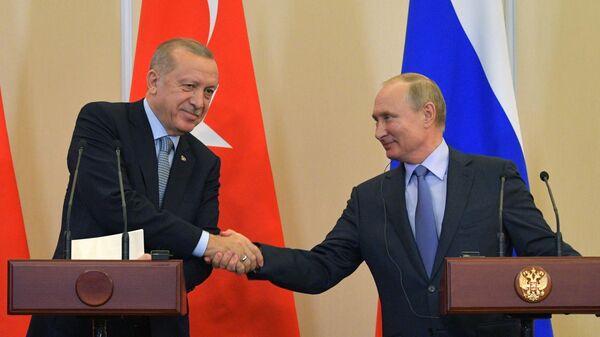 Президент РФ Владимир Путин и президент Турции Реджеп Тайип Эрдоган на пресс-конференции по итогам встречи
