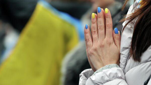 Девушка на площади Независимости в Киеве