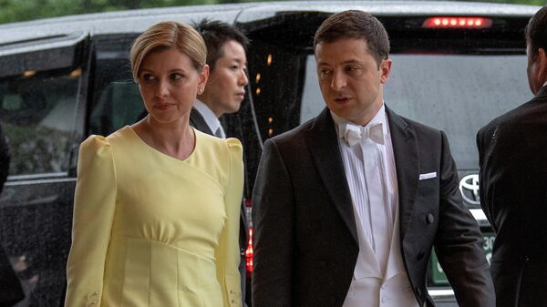 Президент Украины Владимир Зеленский с супругой Еленой прибывают на церемонию возведения на престол императора Японии Нарухито в Императорском дворце в Токио. 22 октября 2019