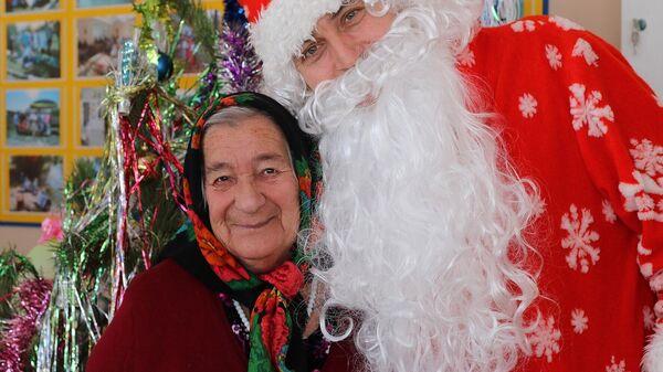 Фонд Старость в радость соберет новогодние подарки для пожилых людей