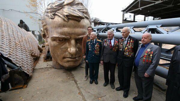 Тверским ветеранам показали, как отливают памятник для Ржевского мемориала