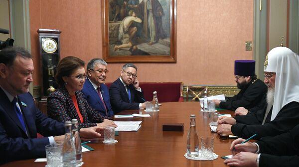 Патриарх Московский и всея Руси Кирилл и председатель Сената парламента Республики Казахстан Дарига Назарбаева во время встречи в Москве