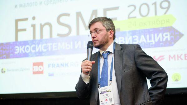 Председатель правления банка Уралсиб Константин Бобров