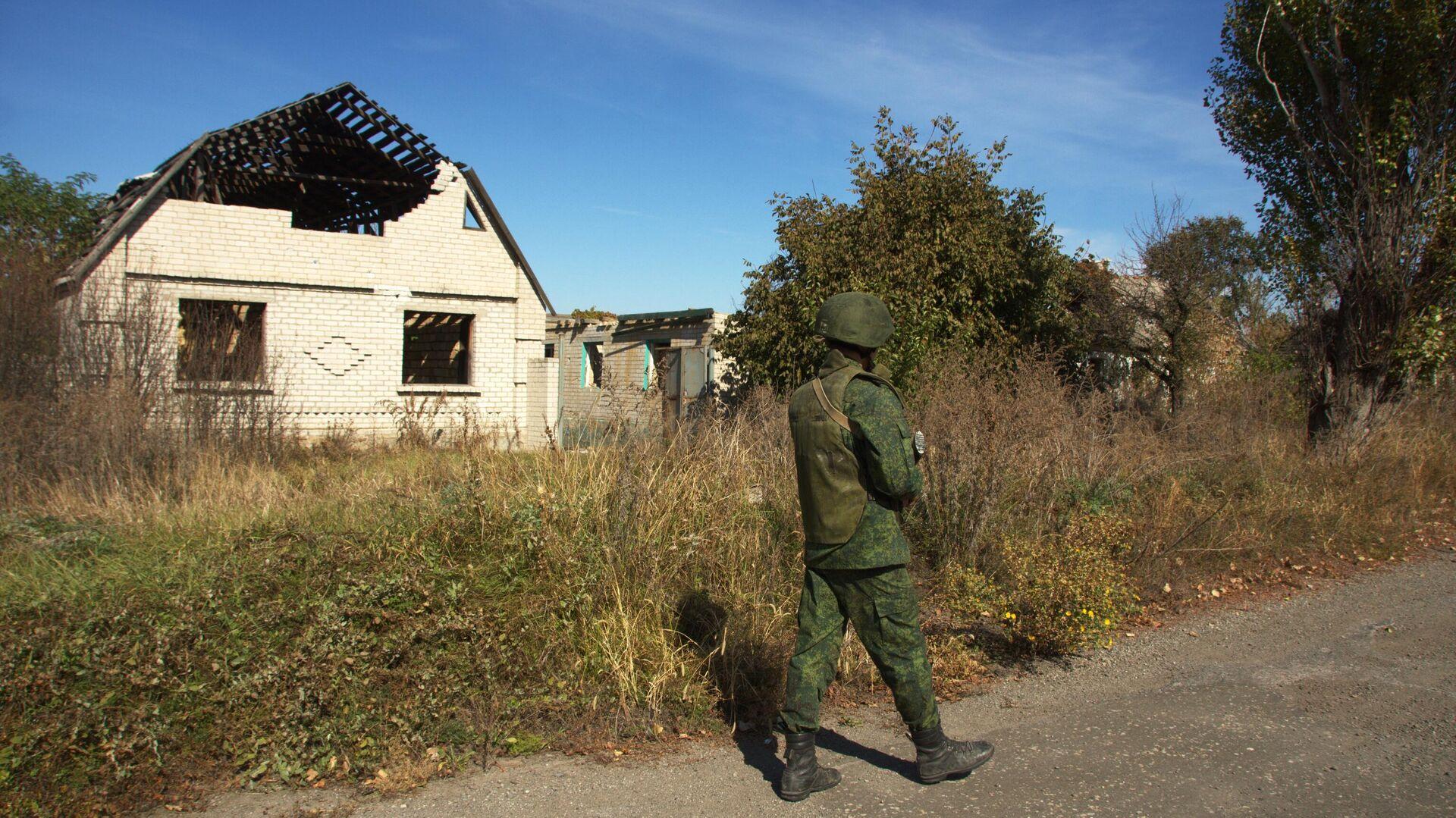 Военнослужащий ЛНР на линии соприкосновения в Луганской области - РИА Новости, 1920, 11.06.2021