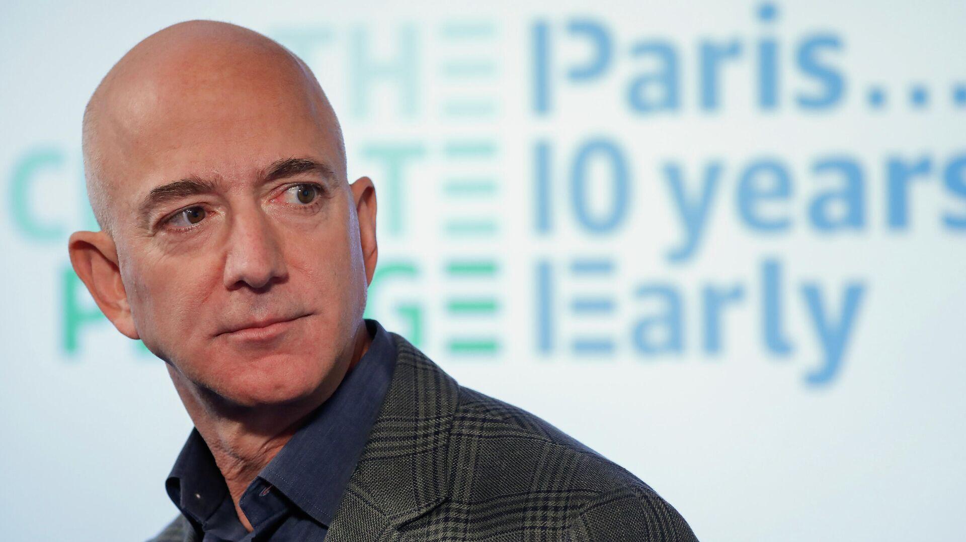 Генеральный директор Amazon Джефф Безос на пресс-конференции в пресс-клубе в Вашингтоне  - РИА Новости, 1920, 29.10.2020