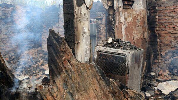Дом на окраине Петровского района Донецка, сгоревший от прямого попадания снаряда в ходе обстрела. 25 октября 2019