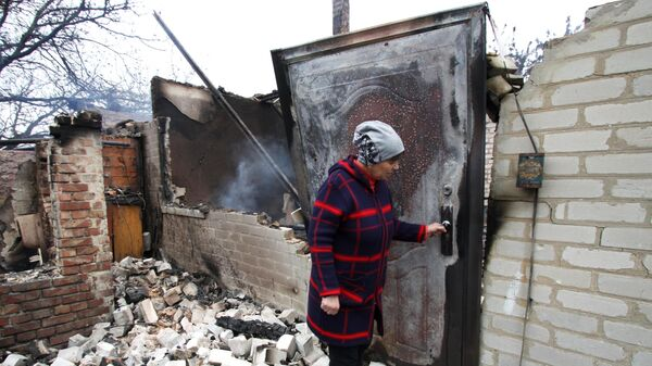 Дом на окраине Петровского района Донецка, сгоревший от прямого попадания снаряда в ходе обстрела