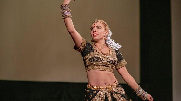 Участница празднования индийского фестиваля огней в Москве