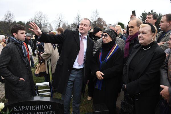 Открытие памятника Н. Караченцову