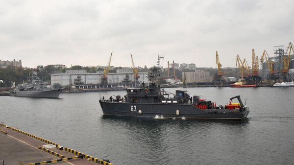 Один из четырех противоминных кораблей НАТО входит в порт Одессы