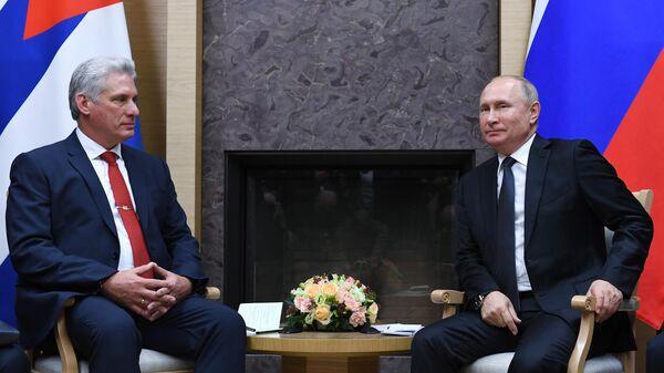 Президент РФ Владимир Путин и президент Кубы Мигель Диас-Канель Бермудес во время встречи